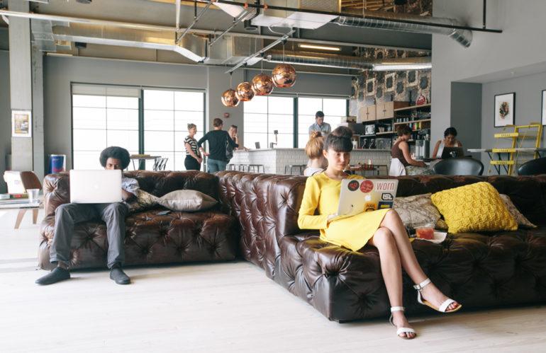¿Qué es el 'coworking' y cómo ha transformado los espacios de trabajo en los últimos años?